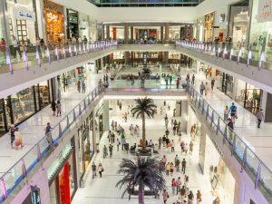 ¿Cuándo es mejor llevar a cabo la limpieza de centros comerciales?