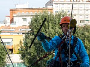 Contrata los servicios de limpieza de cristales en Barcelona más profesionales