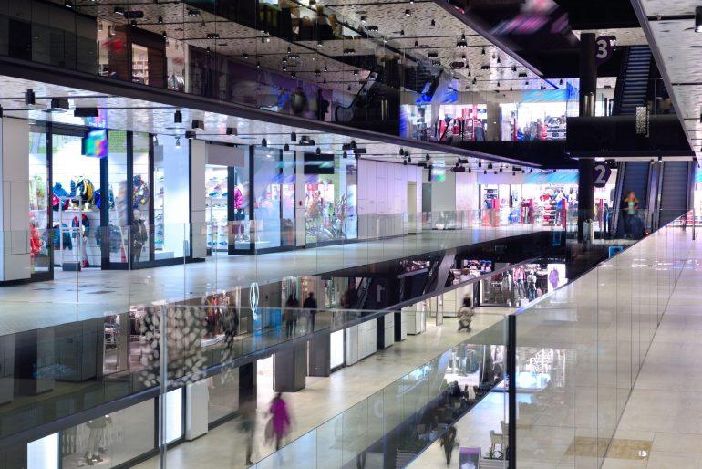 limpieza de un centro comercial