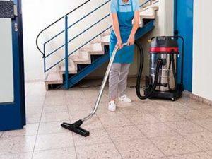 Deja en manos de profesionales la limpieza de comunidades de vecinos