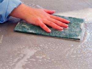 Servicios de limpieza y mantenimiento de todo tipo de edificios, espacios y superficies